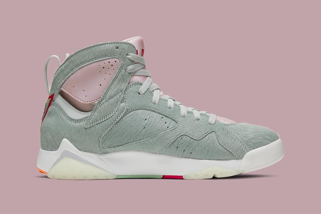 air-jordan-7-retro-hare-2-bugs-bunny-neutral-grey-summit-white-pink-foam-CT8529-002-release-date-02
