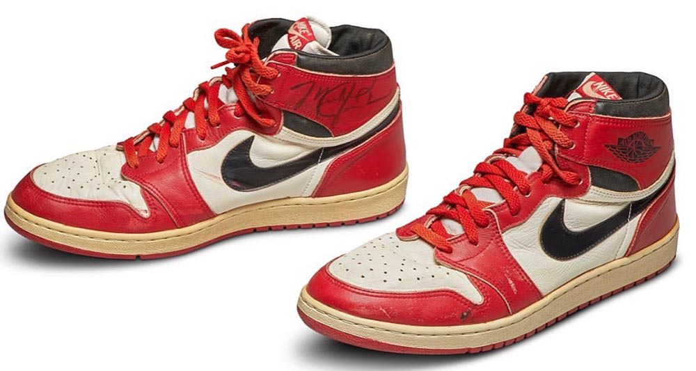 game worn and autographed air jordan 1 chicago sold for 560 000 at auction nice kicks game worn and autographed air jordan 1