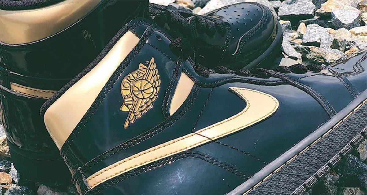 air-jordan-1-retro-hi-og-black-metallic-gold-555088-032-00