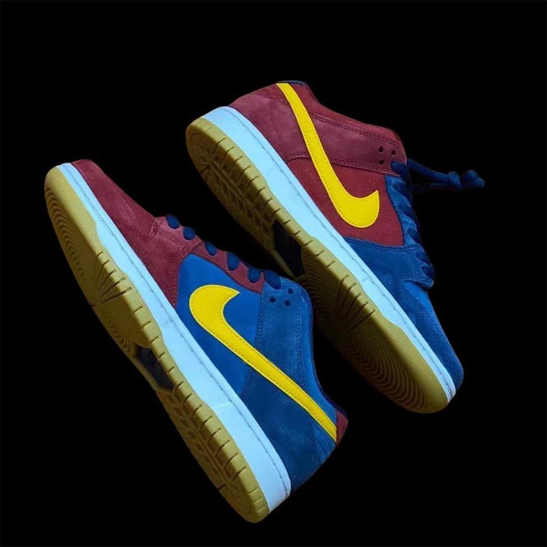 Nike SB Dunk Low Barcelona 01