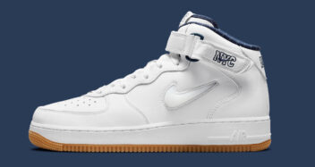 """Nike Air Force 1 Mid """"NYC"""" DH5622-100"""